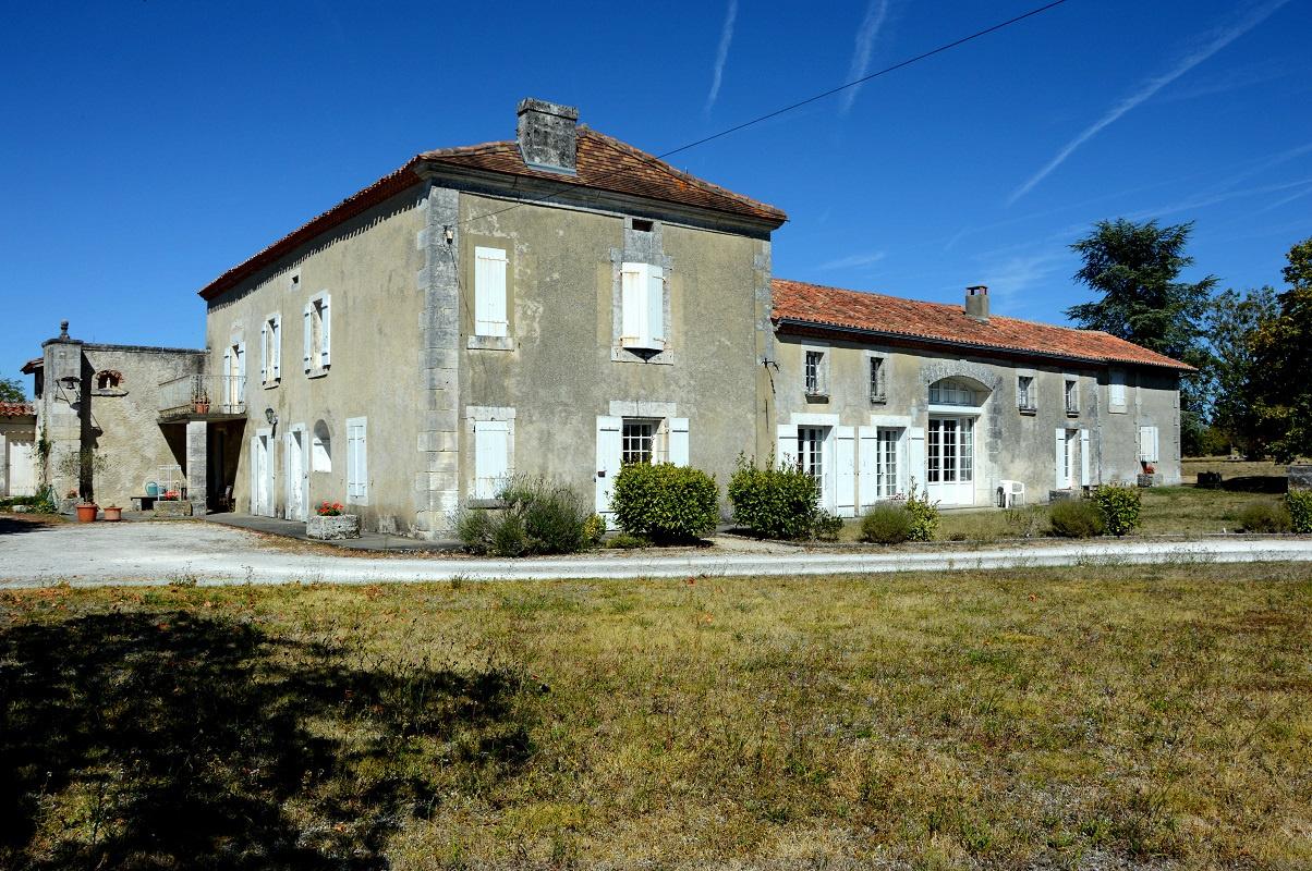 maison villa vente cherval m tres carr s 400 dans le domaine de dordogne ref 2376